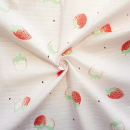 Printed cotton gauze ready goods with strawberry pattern